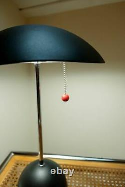 Base Italienne Vintage De Lampe De Bureau De Table De Siècle Avec La Boule De Fer