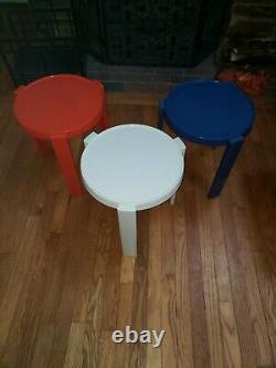 Ensemble De 3 Tables De Nidification Vintage De L'ère Kartell Mid-mod Eames Bleu Blanc Rouge