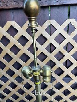 Stupéfiant Murano Opalescent Opaline Glass Et Laiton Caged Lampe Par Marbro Co