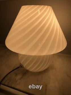 Vtg MID Century Italie Murano Swirled White Art Glass Mushroom Table Lamp